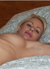 Blonde jenni in stockings spreads