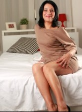 Mature linda tied in bed legs spread and dildo in pussy